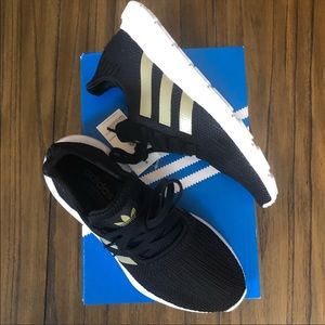 Adidas Swift Run black  and gold sneaker